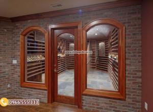Lựa chọn loại cửa nào là tốt nhất cho hầm rượu vang