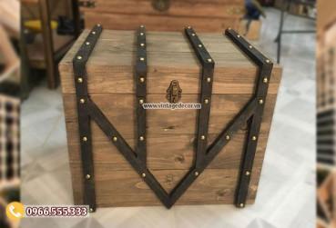 Mẫu rương gỗ thông có khóa viền gỗ đinh tán RG99