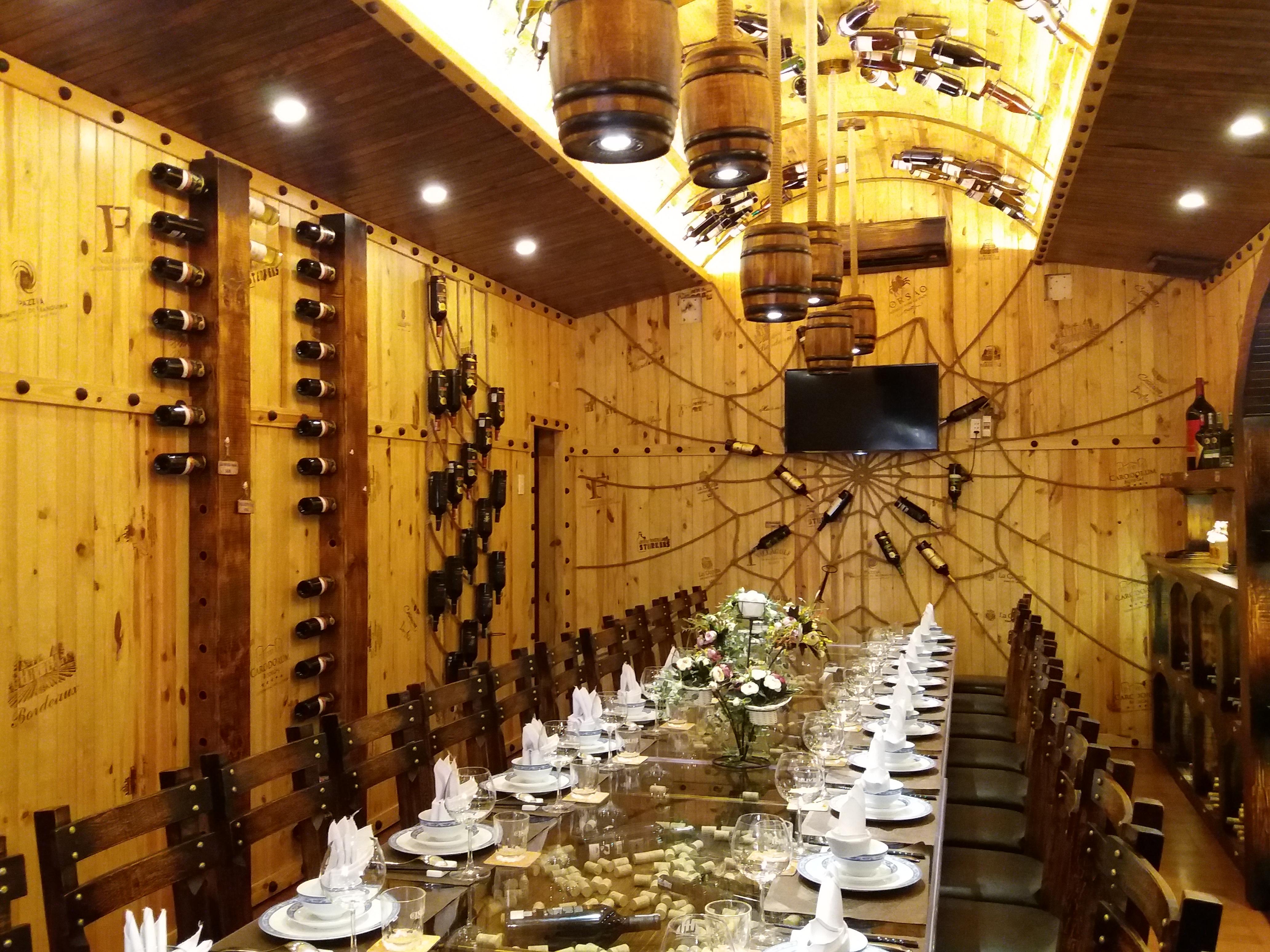 Mẫu thiết kế nhà hàng rượu vang cổ điển BR15