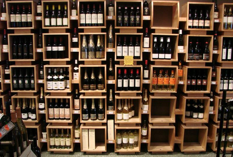 Mẫu showroom rượu vang gỗ sồi đẹp CHR04