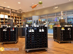 Mẫu cửa hàng rượu vang đẹp CHR25