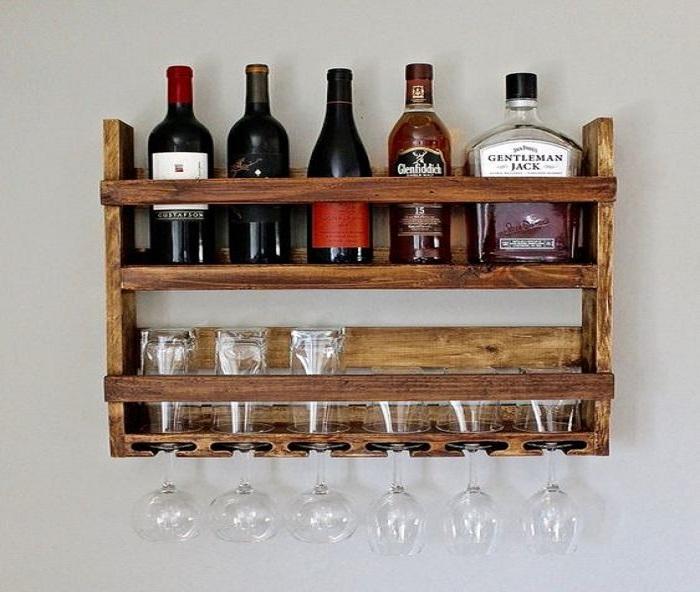 kệ trưng bày rượu vang treo tường