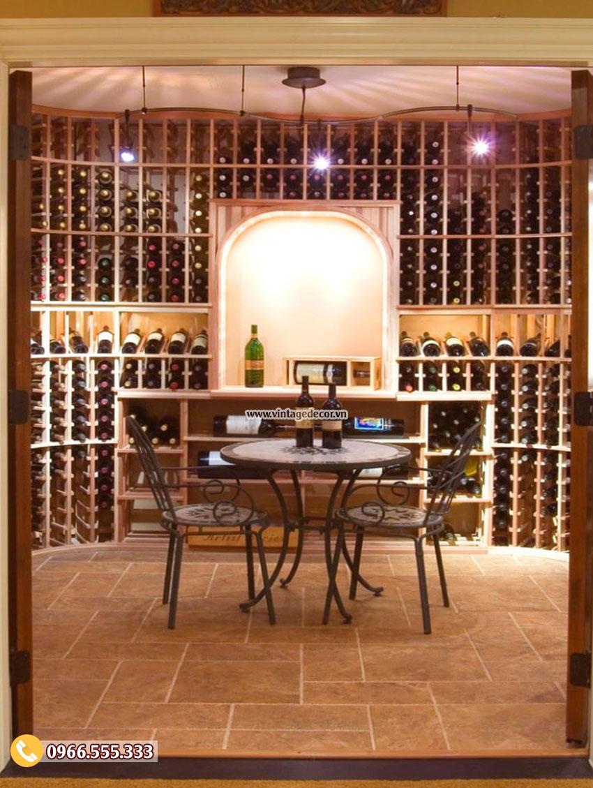 Một hầm rượu ấm cúng như vậy.