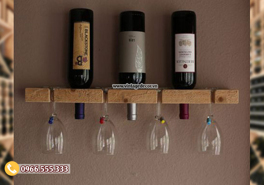 Mẫu kệ rượu vang treo tường đơn giản TBR178